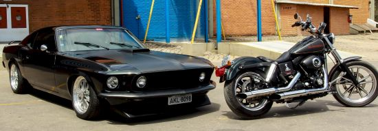 Mustang Shelby GT 1969 e Harley-Davidson Dyna Super Glide 2010