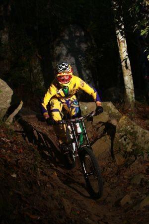 Markolf, ícone no Downhill, é patrocinado pela TLD