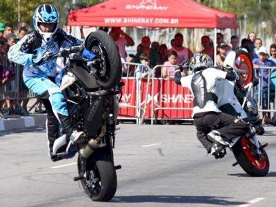 Stunt é o esporte acrobático praticado no solo sobre duas rodas