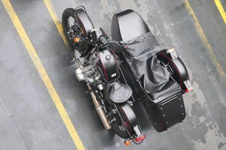 Vista superior da moto e seu grande side-car