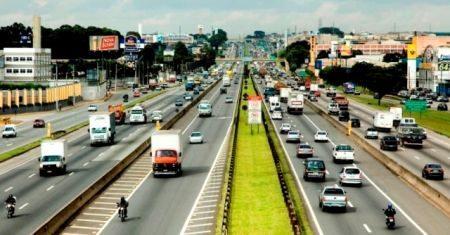 Número de mortes decorrentes de acidentes de trânsito na Dutra cai de 520 em 1996 para 195 em 2012