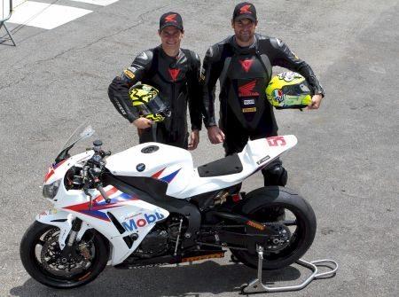 Cachorrão e Maico Teixeira, pilotos da Equipe Honda Mobil de Motovelocidade na categoria SuperBike Pro em 2013