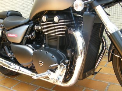 Motor tem o som de uma V2, com as explosões separadas por 270º no virabrequim e torque, muito torque