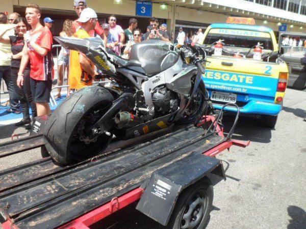 R6 resgatada após queda na 600cc SuperSport