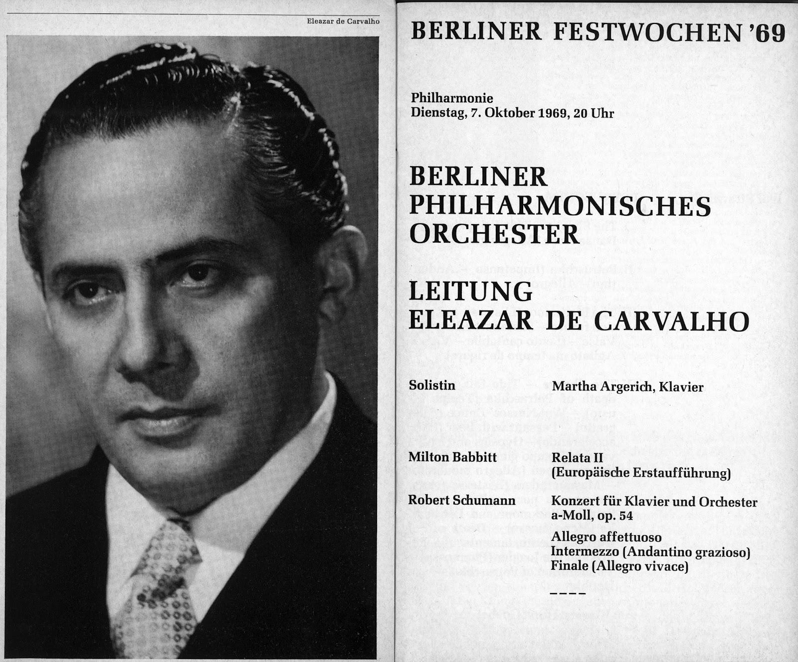 Maestro Eleazar de Carvalho à frente da Orquestra Philarmônica de Berlim