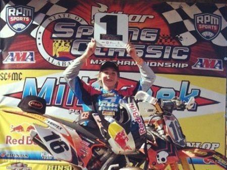 Enzo Lopes no pódio em Daytona, nos EUA