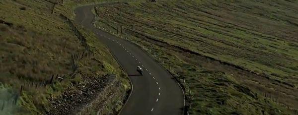 A prova é disputada nas estradas da ilha, cuja característica é não ter área de escape