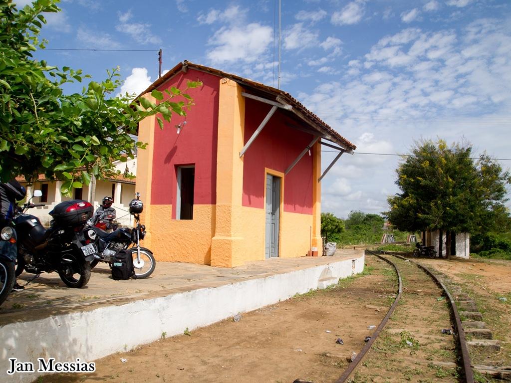 Em Várzea da Conceição encontramos uma estação que foi conservada pela galera que transformou em bar. O álcool também conserva?