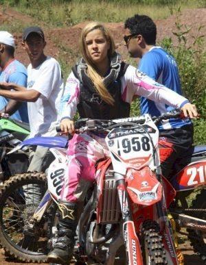 Luana compete em um universo ainda masculino, o motocross - foto de Amarildo Martins