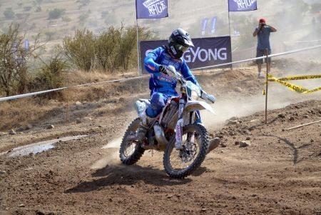Rigor Rico competiu no Mundial de Enduro com uma moto 2 tempos