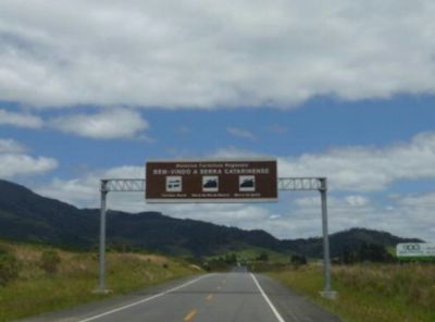 Portal da Serra Catarinense na BR-282 próximo a Bom Retiro