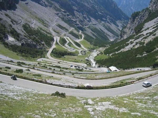 Local adorado pelos motociclistas italianos e Suíços