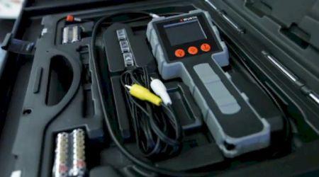 Todos os componentes acondicionados em uma pequena maleta