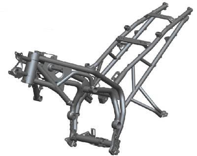 Chassi em tubos de aço, tem barras periféricas com duplos tubos na configuração em curva que se tornou clássica nas Triumph. Participação intensa do motor na estrutura otimiza a rigidez sem grande aumento de peso