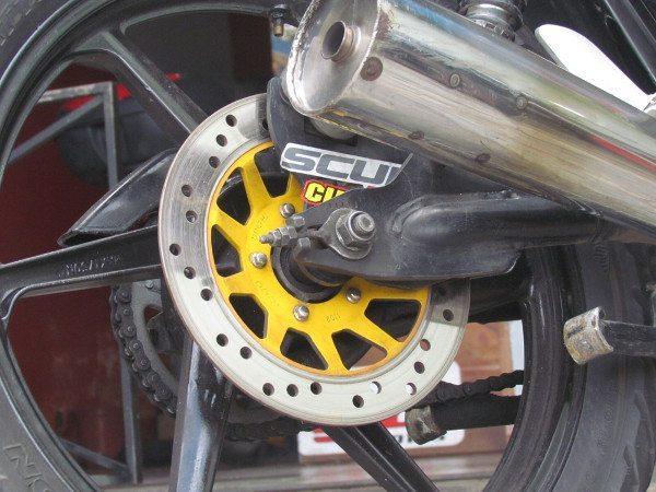 Freio traseiro montado: fácil, rápido e muito mais eficiente que o velho e ultrapassado tambor