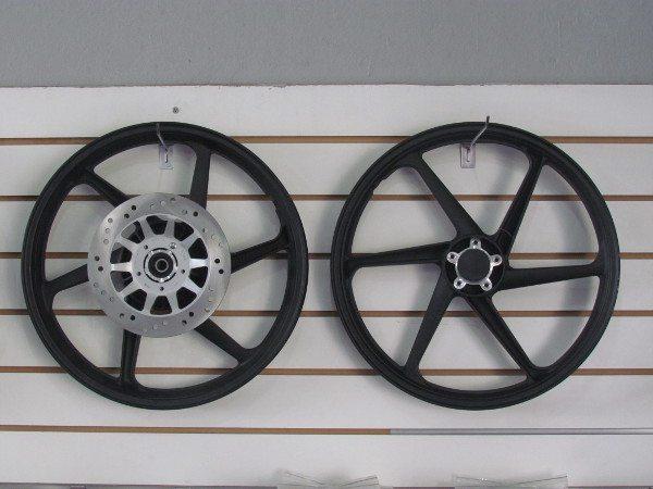 Pra quem já tem o freio a disco dianteiro, o kit poderia baratear se só fosse oferecido o kit para a roda traseira