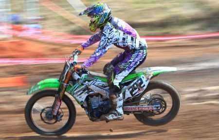Duda Parisi, piloto de motocross patrocinado pela Rinaldi