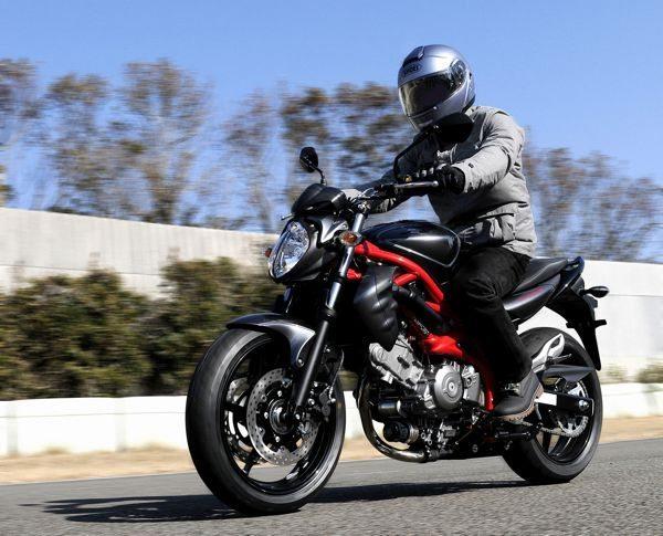 A Gladius lembra uma moto italiana, das campeãs em design motociclístico
