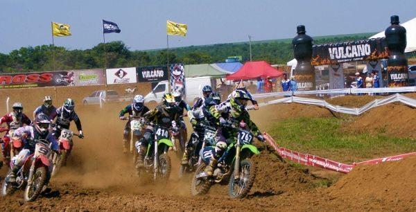 Wellington Garcia lidera o Goiano de Motocross