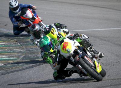 Oswaldo Jorge Filho vence na Copa Honda CB 300R