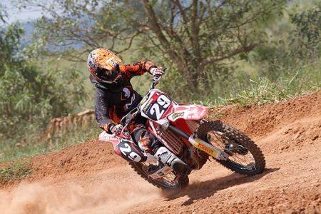 Stefany Serrão vai com força à abertura do Brasileiro de Motocross
