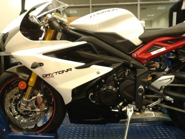 Triumph-Daytona-675: novo motor, nova geometria, nova distribuição de peso; promete mais