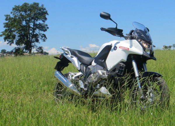 Honda-VFR1200X L Crosstourer - Mistura de aventureira com moto turismo com destaque em tecnologia e design
