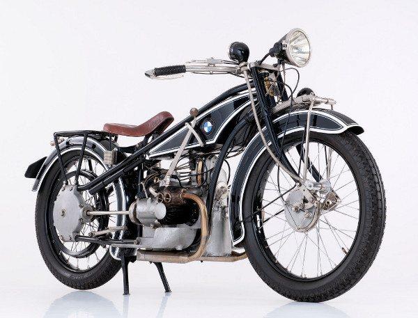 A primeira: BMW R 32, de 1923
