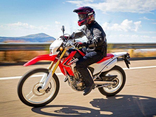 CRF 250L resgata a verdadeira moto 2 em 1: durante a semana o uso urbano e .....