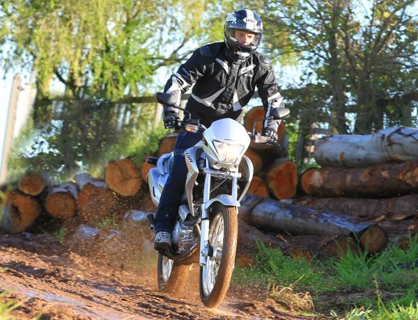 Posicionamento do piloto na Falcon favorece mais o off road