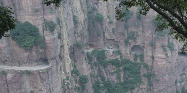 Após 1300 anos, finalmente o progresso pôde chegar à Vila de Guoliang