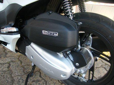 Inovação: motor desliga após 3 segundos quando a moto pára e volta a funcionar com o movimento do acelerador