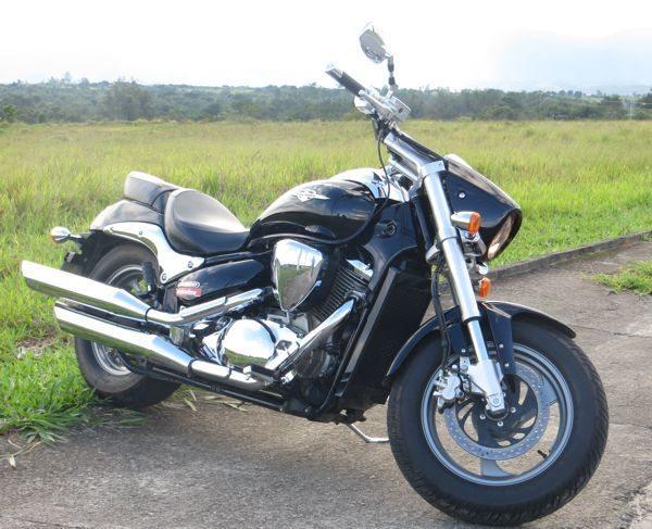 A bela suspensão invertida na frente dá boa estabilidade na moto em situações de asfalto ruim
