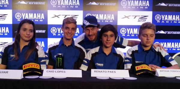 Ontem e hoje (ou amanhã?): o pluricampeão Jorge Negretti com os novatos da equipe Yamaha