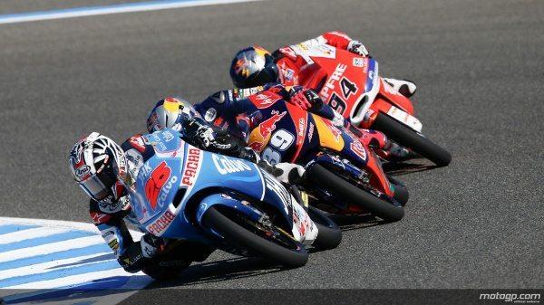 Maverick Viñales assinou a primeira vitória da época, fazendo com o número de vencedores de Moto3™ este ano seja já de três, tal como as rondas disputadas. O piloto do Team Calvo, que passou Alex Rins para liderar, foi declarado o vencedor quando a bandeira vermelha foi mostrada pela segunda corrida consecutiva.