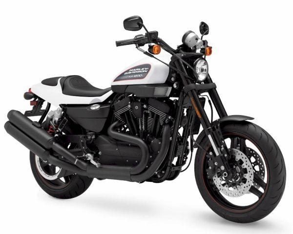 A Sportster® XR1200X™ foi o modelo escolhido para o show de Stunt na festa de 110 anos da Harley Davidson