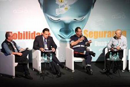 """Cezinha, Hugo Leal, Samuel Ometto e Geraldo ¨Tite"""" Simões, em debate no IV Fórum Abraciclo"""