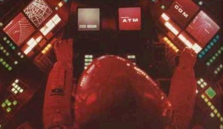 Em 1968, Stanley Kubrik imaginava que em 2001 as telas de computador seriam com as das foto, mas a realidade superou a ficção pois em 2001 já usávamos o Windows