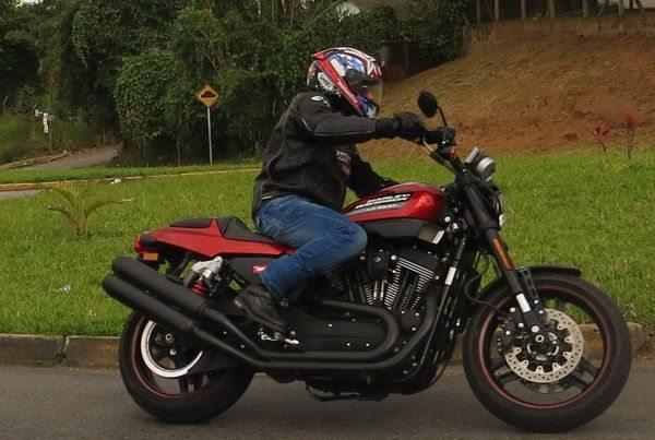 Curso Manobras 1 ensina pilotos a dominarem suas grandes Harley's