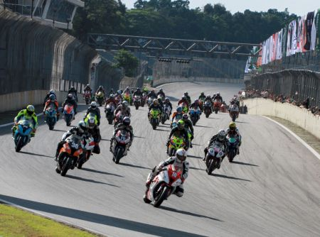 Flagrante da última etapa do Moto 1000 GP em Interlagos
