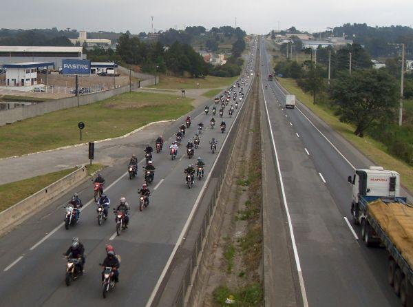 Para quem ama as motos, uma visão dessas enche o coração de alegria