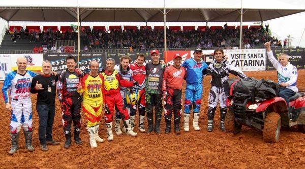 Campeões de motocross do passado foram homenageados durante o evento