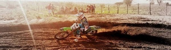 Raí Arruda, piloto de motocross patrocinado pela Red Dragon