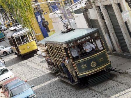 No passeio da Pardal Motos está previsto andar de bonde pelas ruas de Santos