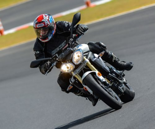 Speed-triple-na-pista1
