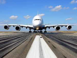 Nos últimos 40 anos, o custo de voar diminuiu 60% enquanto o número de passageiros aumentou mais de dez vezes
