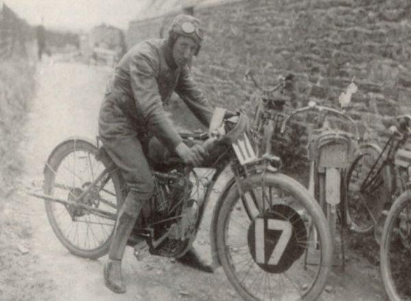 moto-com-pedal, das primeiras edições da prova