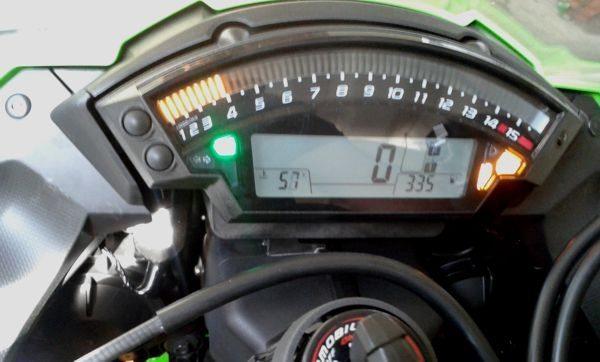 Limite de rotação máxima, de acordo com o manual do proprietário é 4.000 rpm nos primeiros 1.000 Km; assim a moto está a 93 Km/h em sexta marcha