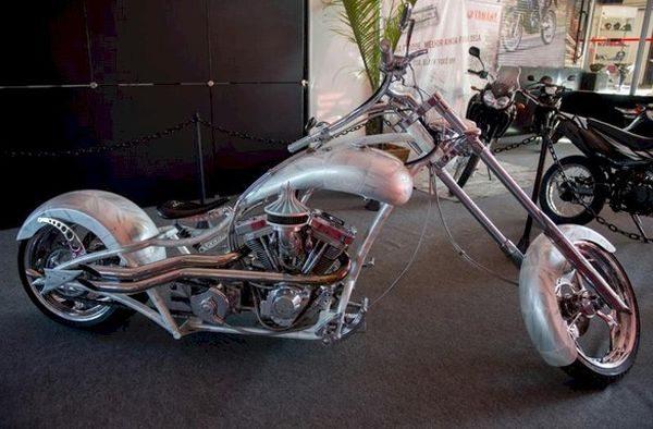 A Moto Brazil produzida e customizada pela empresa norte americana OCC em homenagem aos 50 anos de Brasília será uma das atrações do BikeFest 2013