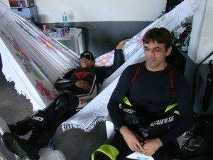 No Ceará é assim! Piloto relaxa e se concentra na rede!